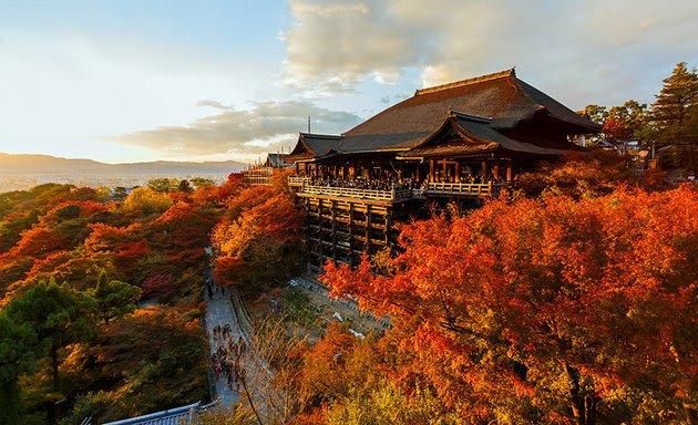 Киемидзу-дэра храм чистой воды в Японии